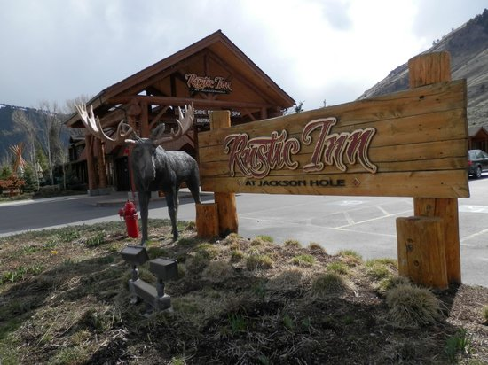 Rustic Inn Creekside Resort and Spa at Jackson Hole: Outside of Lobby