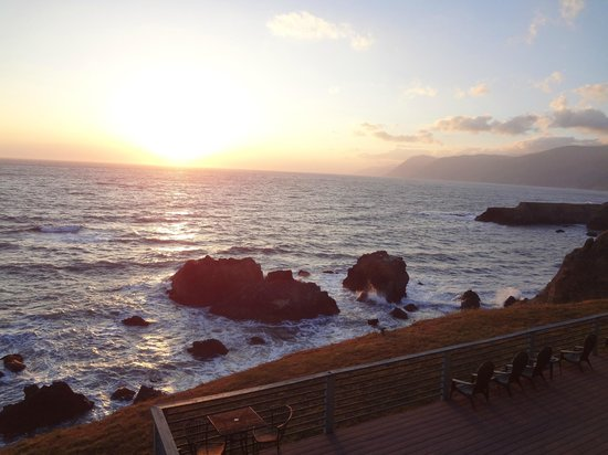 Inn of the Lost Coast: beautiful sunset from our deck