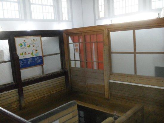 Takegawara Spa: Behind the door is the sand spa area