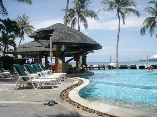 Chaba Cabana Beach Resort : Pool bar - not open