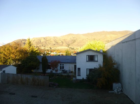Base Backpackers Wanaka: View from dorm