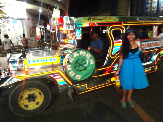 Colon Street: managed to click a jeepney in the traffic
