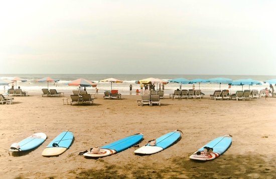 Seminyak, Endonezya: Doulbe Six Beach and Sufboard