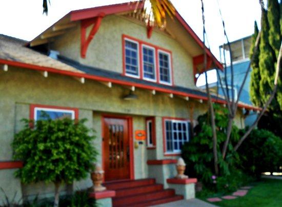 Beachrunner's Inn : Beachrunner's exterior