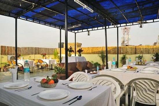 Hotel Star Palace: Rooftop Restaurant