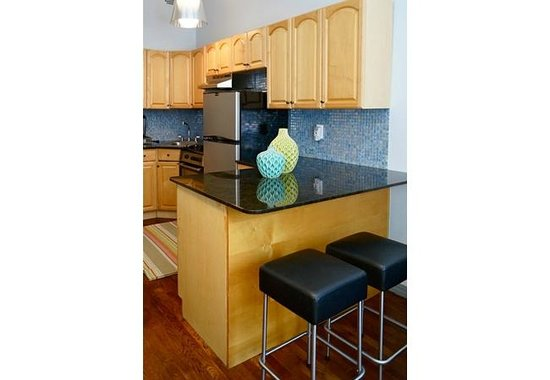 Allie's Inn Bed and Breakfast : The Suite - Feel right at home in the fully equipped kitchen with granite counter top