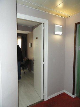 Hotel Urbis Centre: Entrada al dormitorio