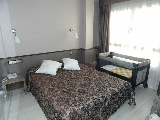 Hotel Urbis Centre: Cuna de viaje proporcionada y preparada por el hotel