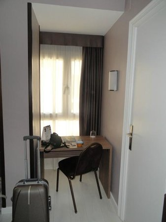 Hotel Urbis Centre : Mesa de escritorio