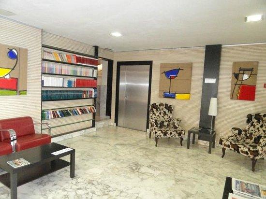 Hotel Urbis Centre: Zona de estar y de pasode la planta baja