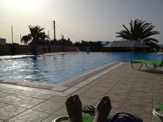 Faros Villa: By the pool