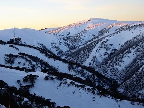 Mount Hotham Alpine Resort: Last sun on Orchard, main valley Hotham