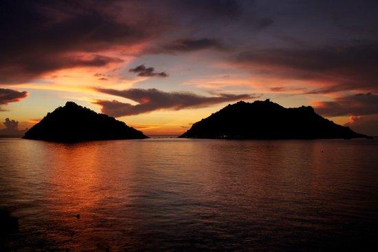 Dusit Buncha Resort: Beautiful sunset.