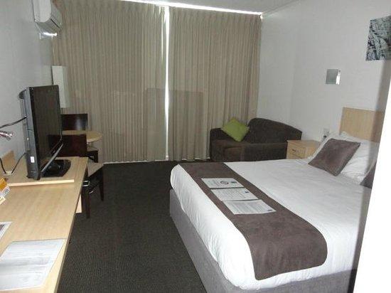 Comfort Inn Capital Horsham: Full view of room