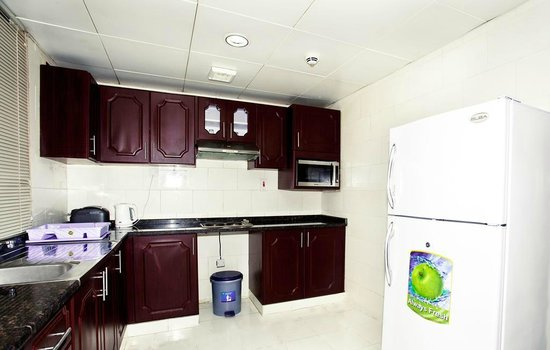 Asfar Hotel Apartment: Kitchenette