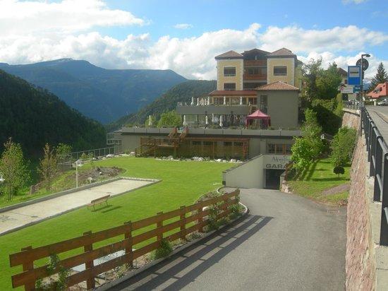 Hotel Alpenflora: ENTREE GARAGE PARKING SOUTERRAIN
