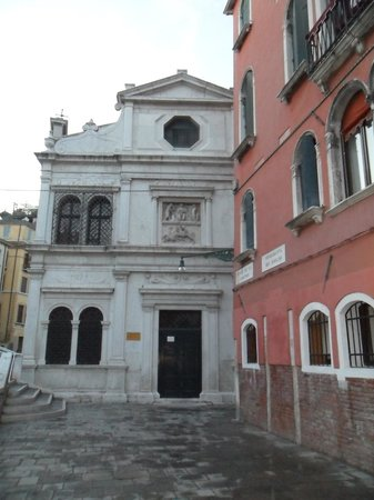 Palazzo Schiavoni: Right on the canal and close to San Marco