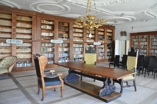 Kloster Holzen Hotel: The library