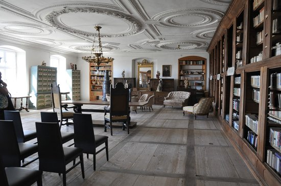 Kloster Holzen Hotel: The amazing library