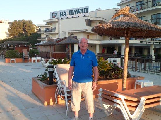 Alua Palmanova Bay (ex Intertur): Hubby enjoying the evening sunshine
