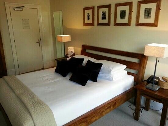 The Kings Arms Hotel and Restaurant: James I room