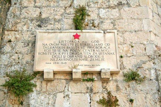 Fortress Kamerlengo: More descriptions