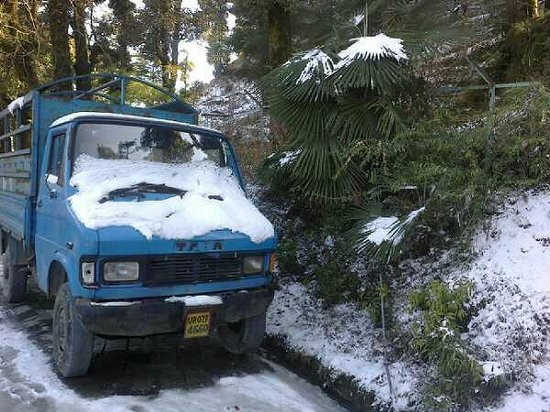 Mussourie Resort Area: snow covered truck