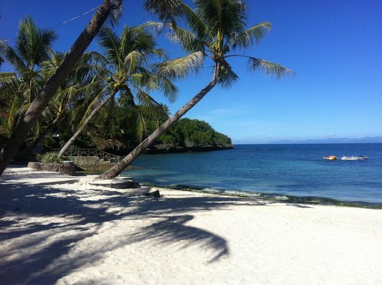 Mangodlong Rock Resort: View from beach in front or resort
