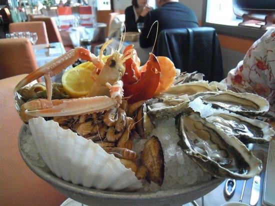 Plateaux de fruit mer royale homard photo de la criee for Bon restaurant chartres