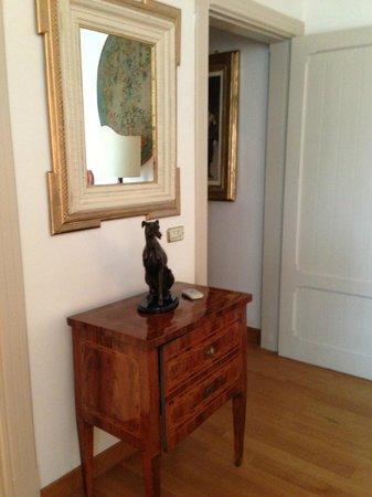Residenza Ruspoli Bonaparte: detail of living room