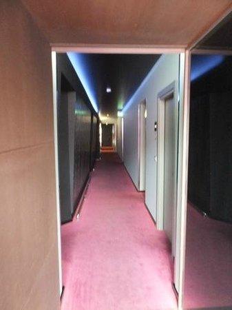 UNA Hotel One: Flur