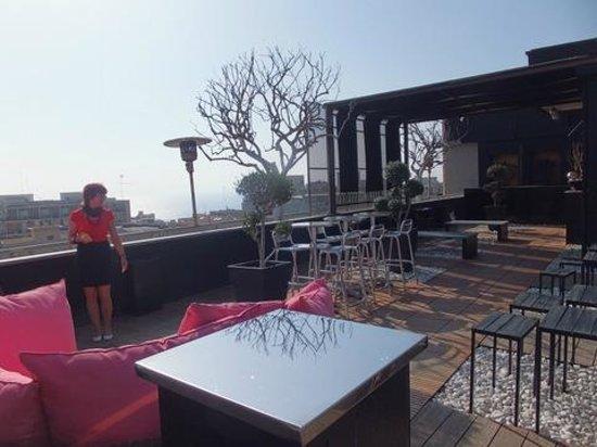 UNA Hotel One: Dachterrasse