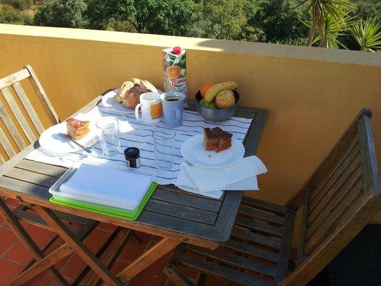 Monte do Zambujeiro: breakfast in the balcony