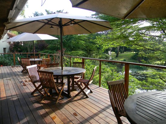 Wildebeest Eco Camp: Dining area by the lagoon