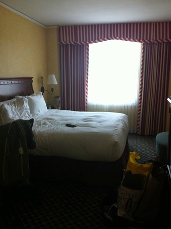 Serrano Hotel: recommend to renovate and update the design