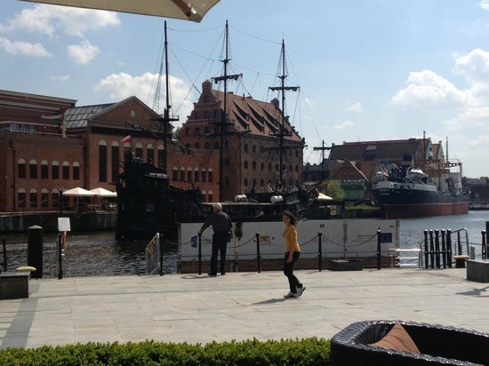 Hilton Gdansk: Blick von der Terrasse Erdgeschoss