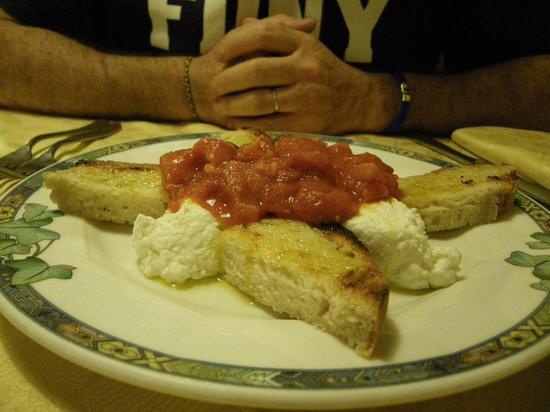 Osteria La Vecchia Posta: bruschetta con ricotta caprina e pomodorini