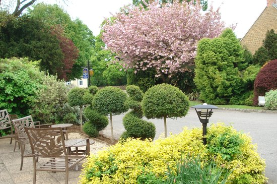 BEST WESTERN PLUS Wroxton House Hotel: Well kept grounds
