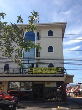 Alajuela Backpackers Boutique Hostel: location - close to airport, charming Alajuela - is great