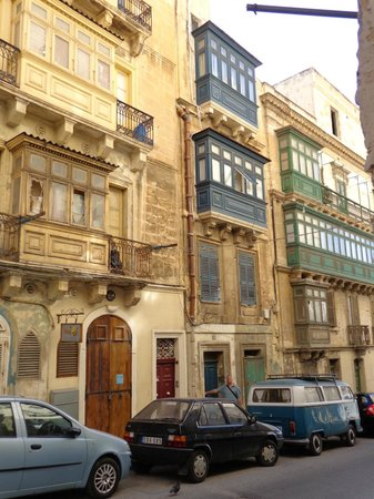 Valletta Suites : The street and house