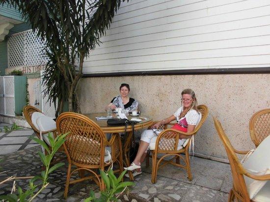 Historia Hotel: relax in garden