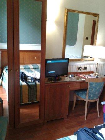 Andreola Hotel: Escritorio