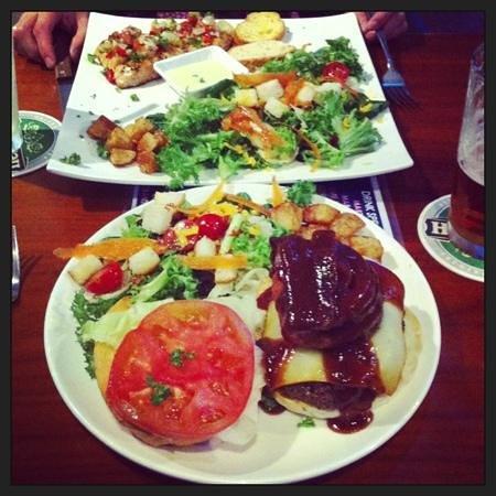 Sharky's Bar and Grill 1 : BBQ Burger and Cajun salmon