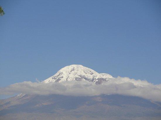 Provincia del Chimborazo, Ecuador: il monte Chimborazo, visto dalla città di Riobamba