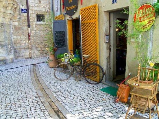 Les Filles du Patissier : The doorway with the quaint decoration