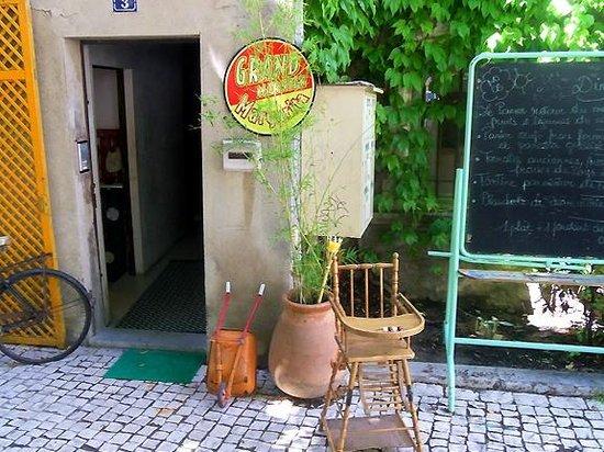 Les Filles du Patissier : The doorway with blackboard menu