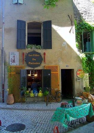 Les Filles du Patissier : The building