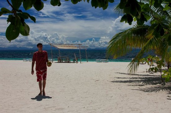 AABANA Beach & Watersport Resort Malapascua: lot of privacy, sun and shelters :o)