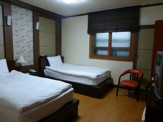 โรงแรม ยองบิน: Yeongbin hotel