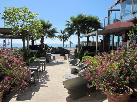 Aeva Hotel : Opened terraces for having breakfast and dinner.
